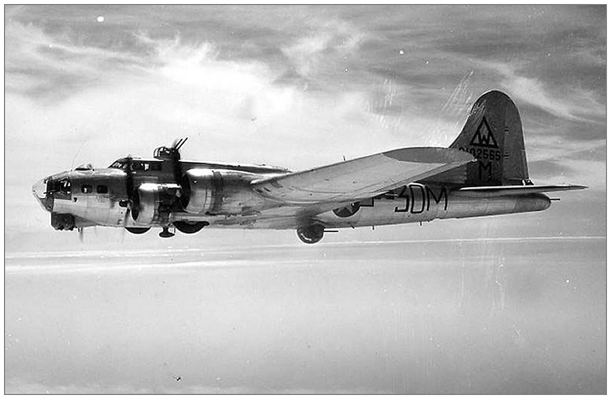 B-17G-55-BO - #42-102565 - 3O-M - Spring 1944 (with reverse tail marking)