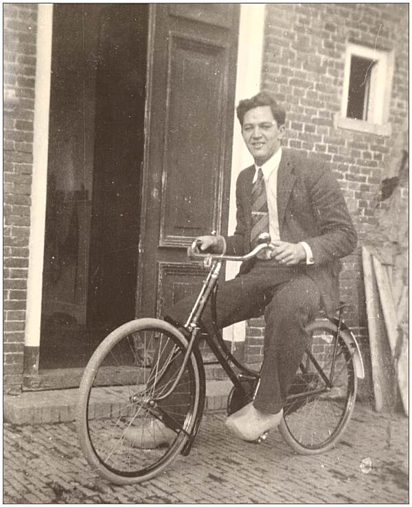 Bevins with wooden shoes on Sijke Siitema's bicycle in Warga - collection Sijtema