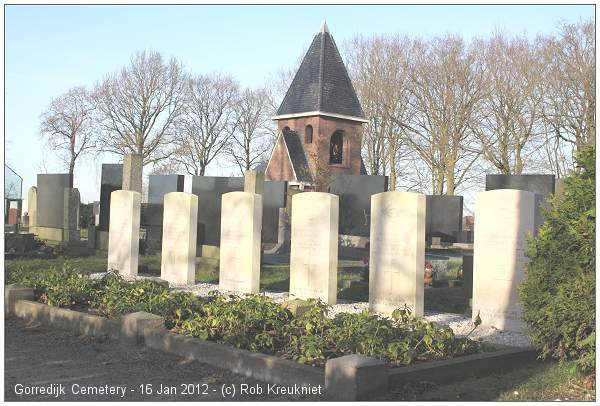 Cemetery Gorredijk - CWGC graves - Jan 2008 - by Rob Kreukniet