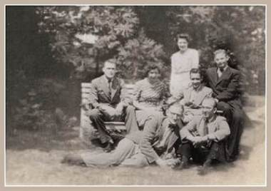 Edrmann, Peichoto and Owens with fam. Otten in Erp - July 44