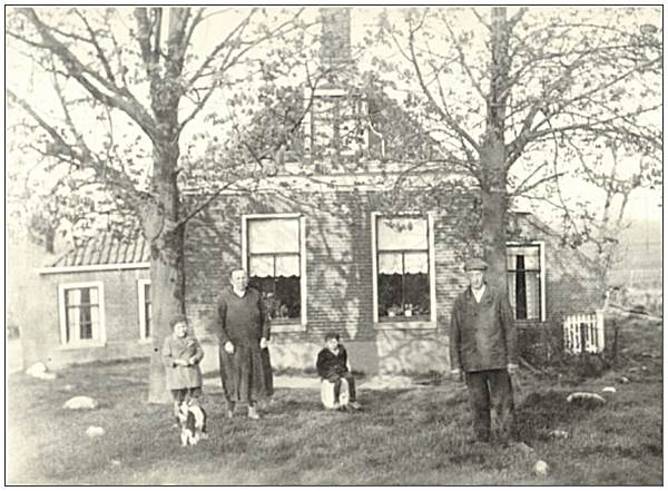 Farm of Klaas Lok - photo late 30's