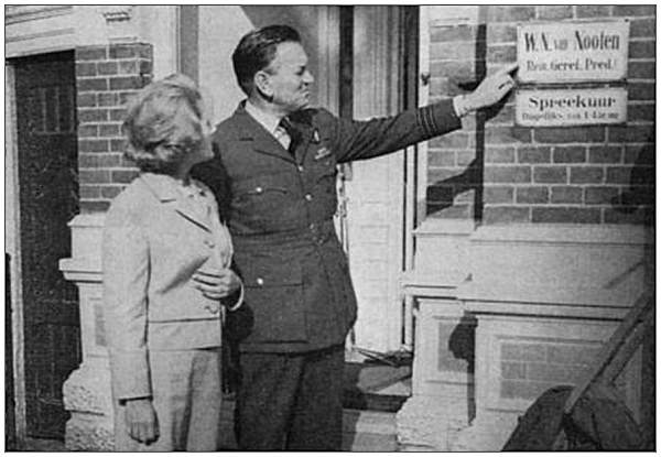 Wing Commander Rtd. Harry Penny with his wife Gay Penny in Meppel - 1964