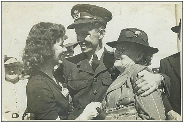 W/O. Horatio Irwin Munckton - welcome home - girlfriend Peg and Mom