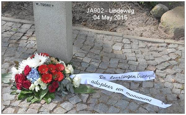 Pupils of Triangel - Adopted Memorial JA902 - Lindeweg - 04 May 2015