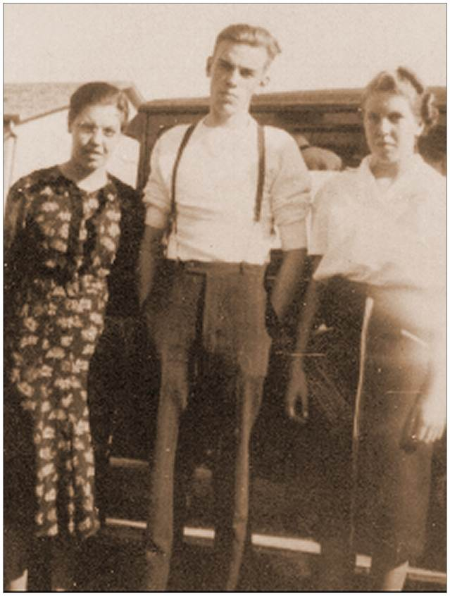 Jack Steele with his siblings Mabel and Ethel