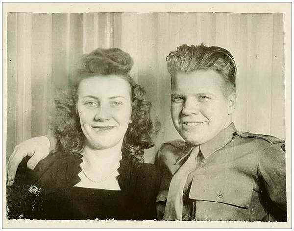36043613 - O-682761 - 2nd Lt. John W. Baber with wife (Rosemary)