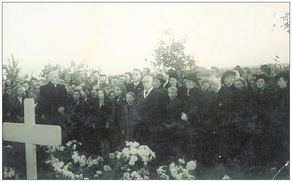 Kallenkote Cemetery Ceremony - likely before 1950
