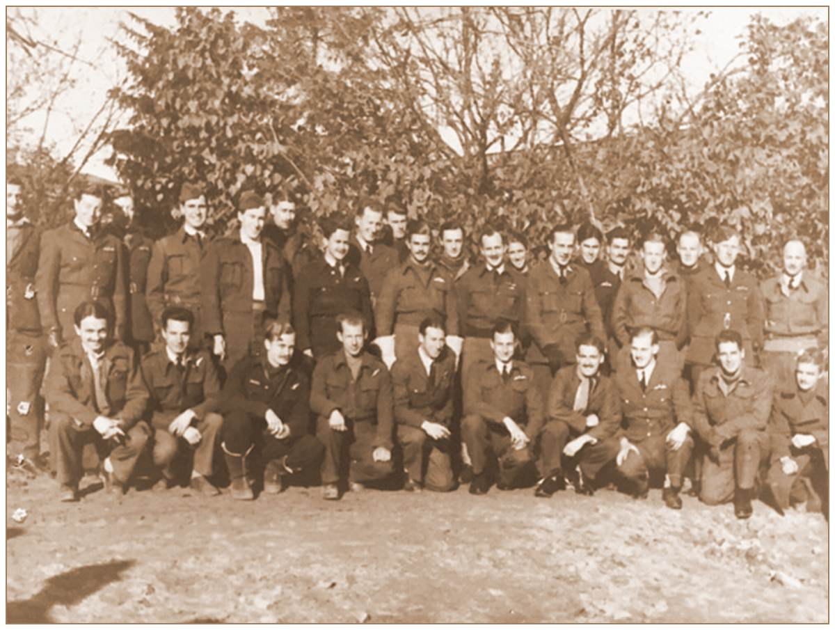 OFLAG XXI B, Schubin/Szubin - P/O. Ronald George Moy Morgan - RAFVR - front row, 6th from the left