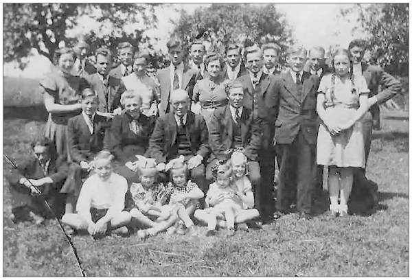 Bevins with Koeslag family - 1944 - photo via Gerald Edward Martin