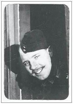 Sgt. 'Les' Horn - RCAF - via Myrtle Wooldridge (niece) - !!! photo is mirror of original !!!