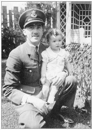 P/O. - Frederick 'Freddie' Hamilton Scythes with daughter Linda Scythes - abt. 1940/1941